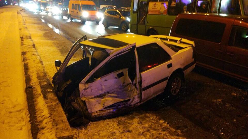 ВХарькове масштабное ДТП при участии 7-ми авто: есть пострадавшие