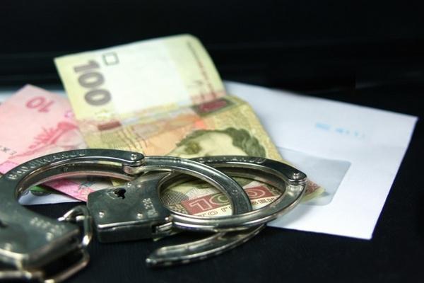 И. о. заместитель начальника Львовской таможни задержали завзятку в15 тыс. долл