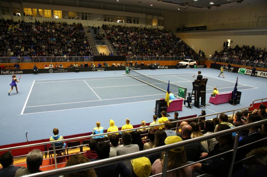 Украинские теннисистки ввечерних платьях исмакияжем