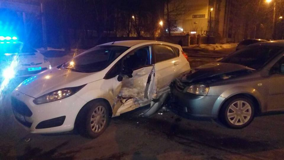 Столкнулись два автомобиля: Пострадал мужчина (ФОТО)