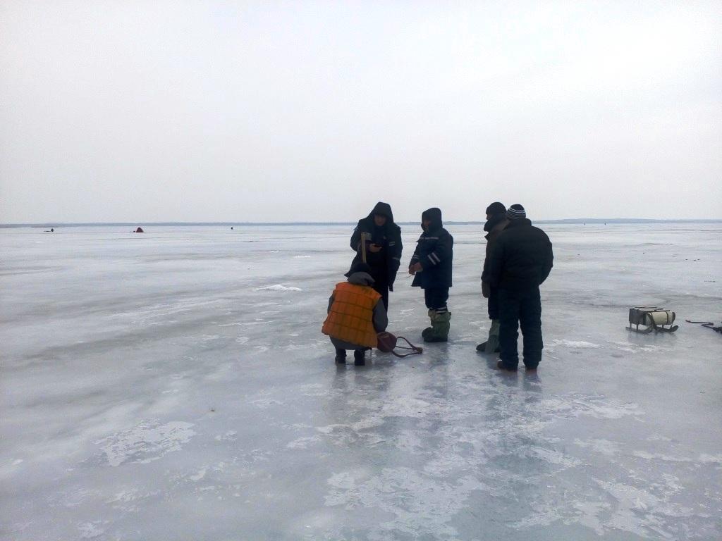 Пятеро рыбаков провалились под лед вКировоградской области, один умер