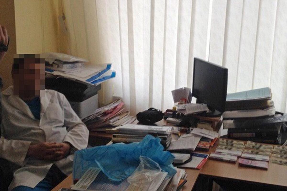 ВХарькове кардиохирурга словили навзятке 100 тыс. грн заоперацию