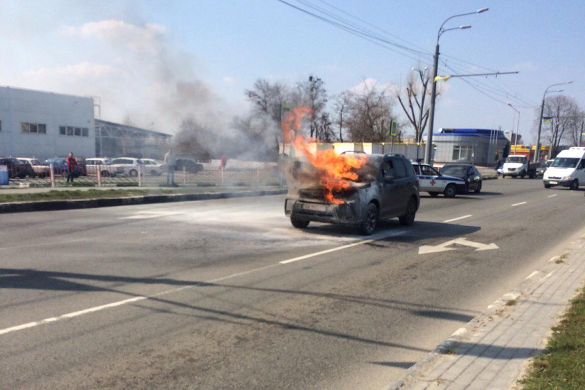 Автомобиль загорелся на ходу (ФОТО)