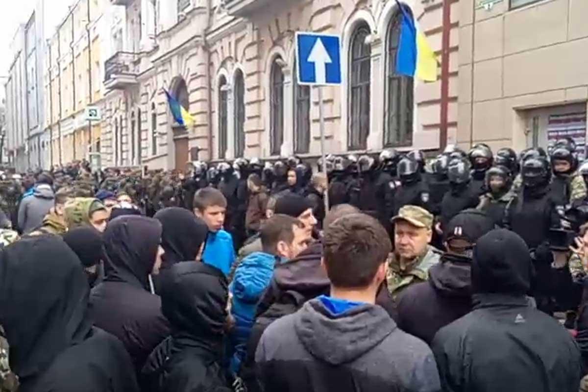 Впроцессе столкновений около «Сбербанка» вХарькове пострадал полицейский
