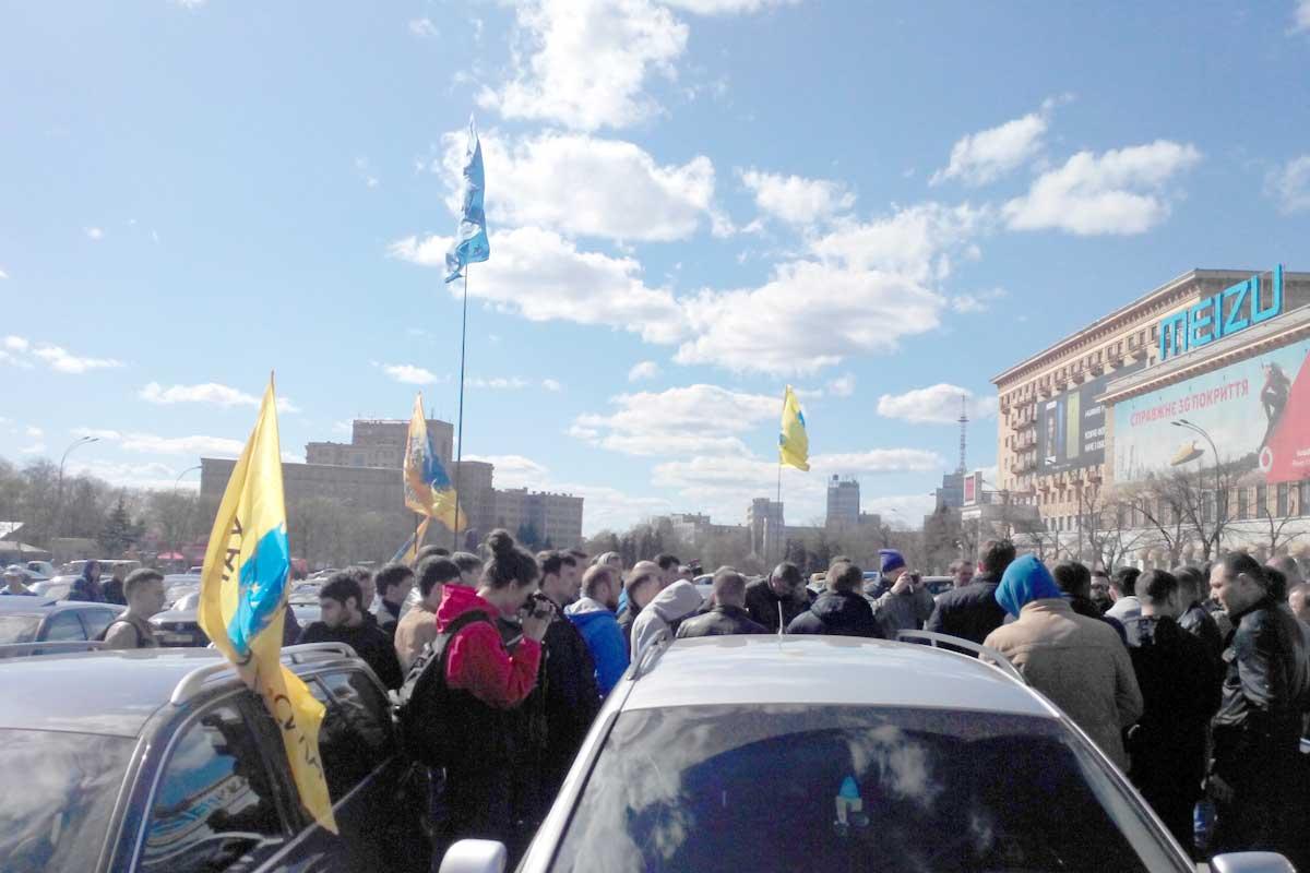 В центре города проходит митинг (ФОТО)