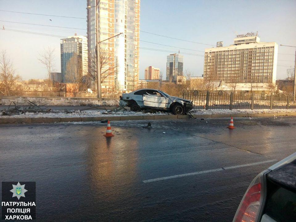 Напроспекте Науки БМВ  снесла забор— шофёр  бросил авто и исчез