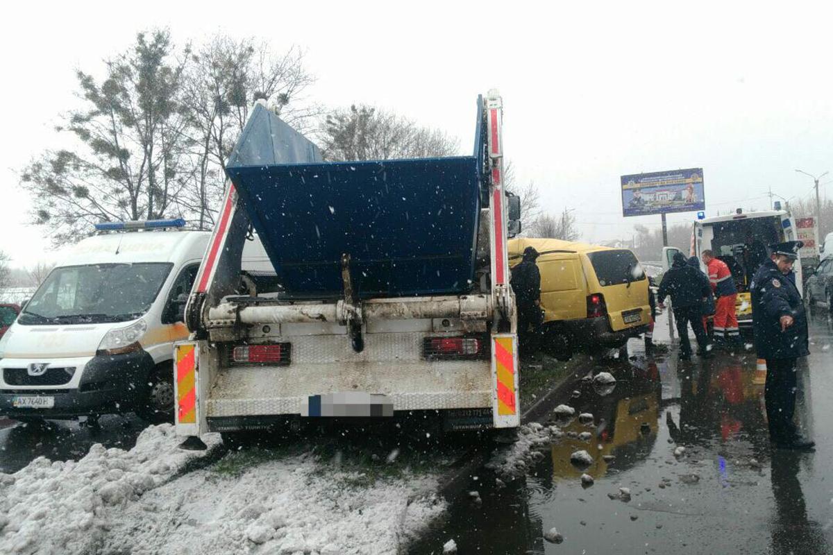 Авария с мусоровозом: Медики не смогли спасти 28-летнюю пострадавшую