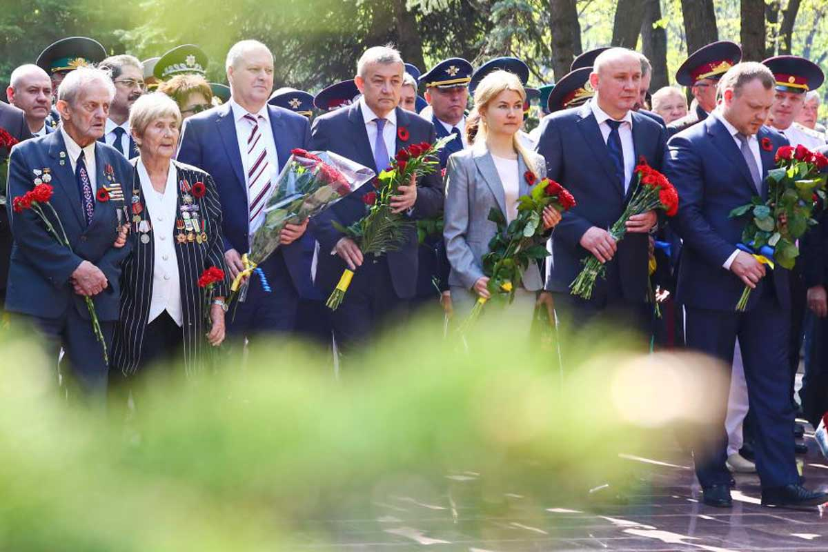 Радикалы напали научастников акции «Бессмертный полк» вХарькове