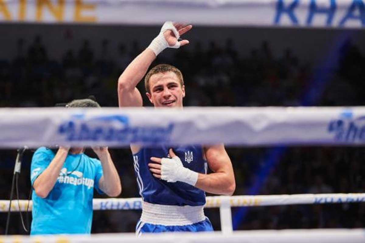 Чемпионат Европы побоксу: одновременный нокдаун впоединке