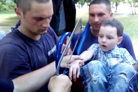 ВХарькове ребенка достали изстиральной машины