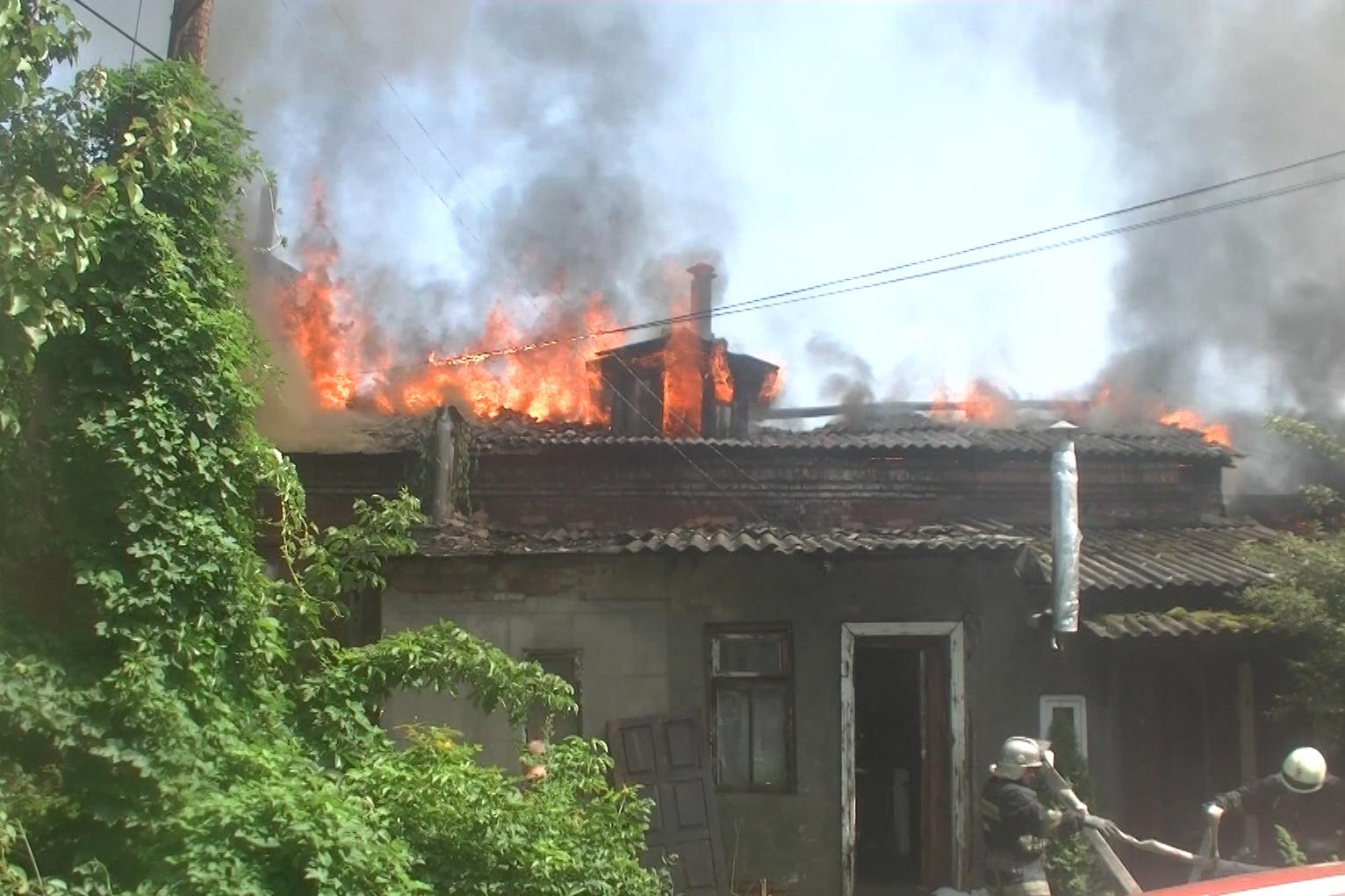 Вцентре Харькова cотрудники экстренных служб больше 6 часов тушили пожар вжилом доме