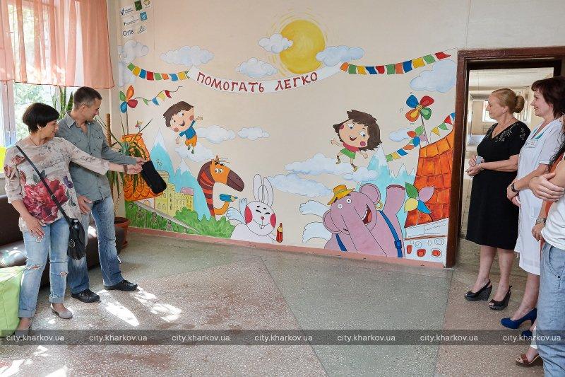 Волонтеры разрисовали стену в харьковской больнице (фото) - харьковские  новости Status quo c52e58c97b2