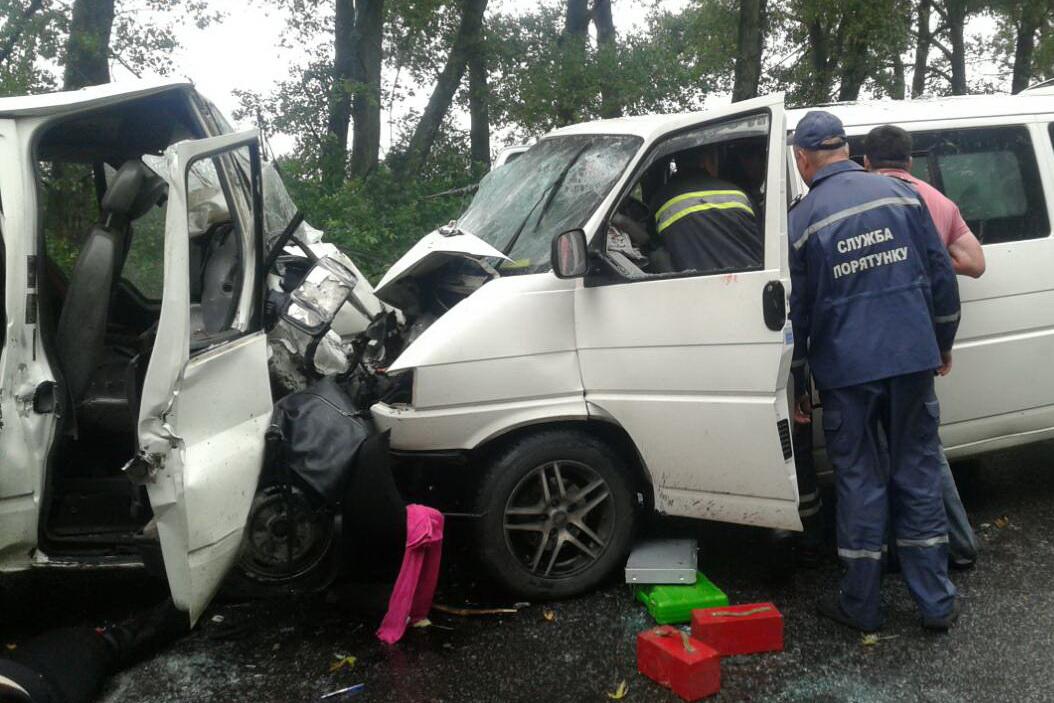НаХарьковщине столкнулись микроавтобусы: Двое погибших, 17 травмированных