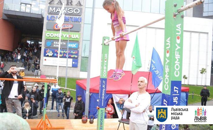 ВоЛьвове 7-летняя девочка установила мировой воркаут-рекорд