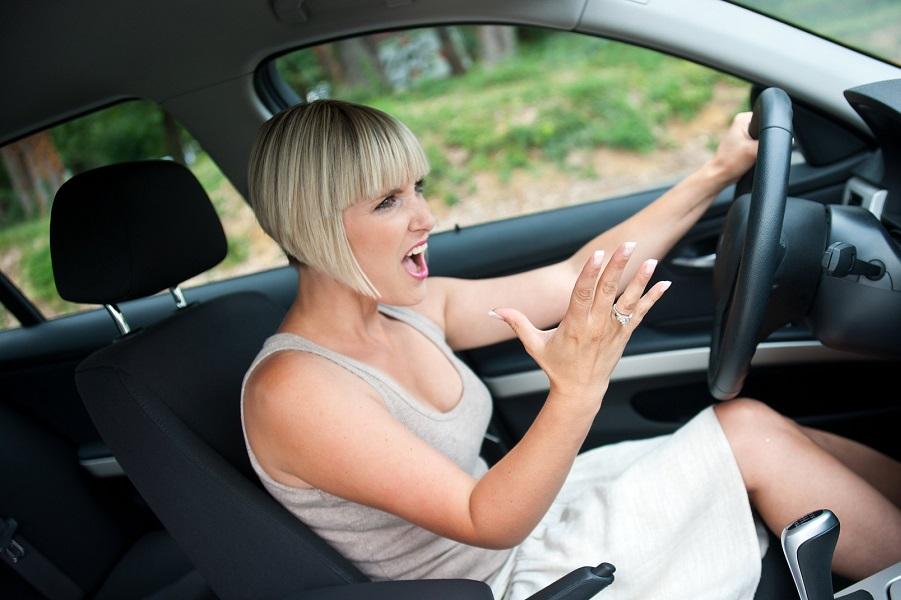 Картинки на тему женщина за рулем, днем