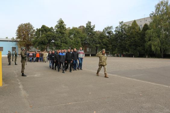 Харьковчан забирают в армию (фото) - харьковские новости Status quo 5d646fd15f4