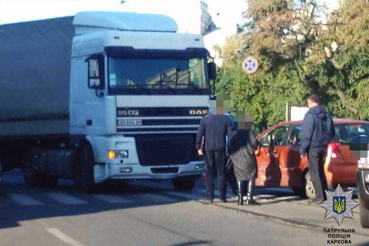 В итоге жуткого ДТП наАкадемика Павлова вХарькове умер шофёр иномарки
