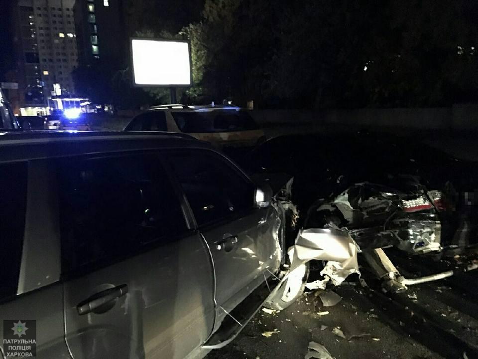 Опасные игры: вХарькове нетрезвый шофёр разбил несколько авто
