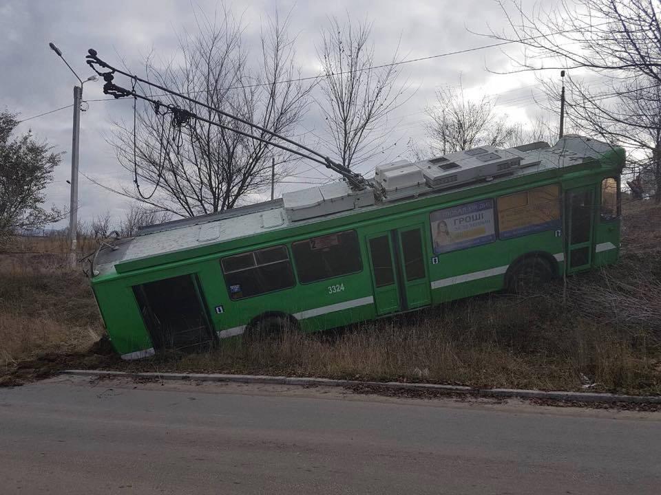 ВХарькове троллейбус без водителя скатился вяр