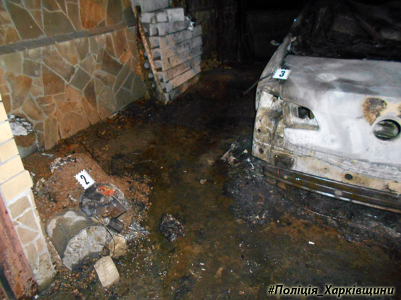 Автомобиль Volkswagen Passat сгорел в Харькове в ночь на 6 декабря