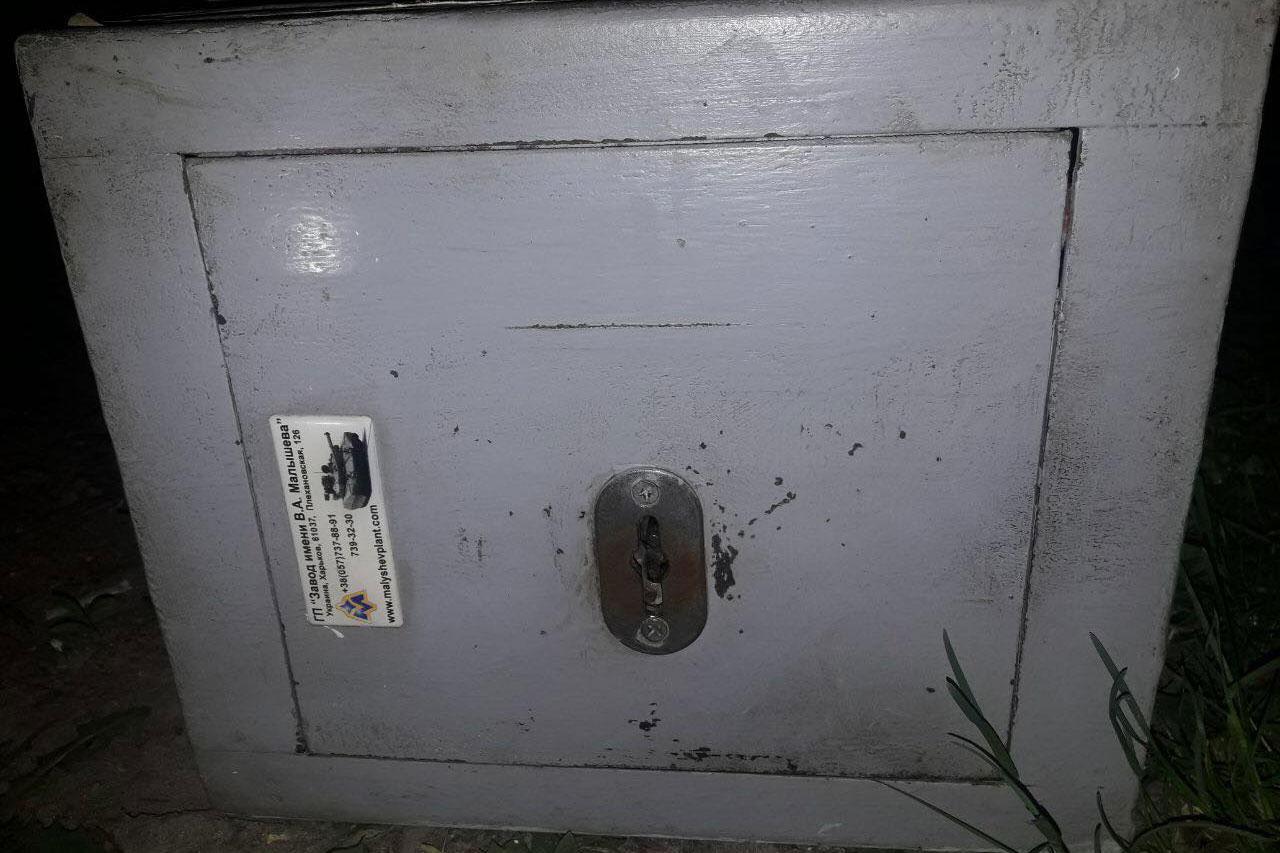 Плакал над добычей: вХарькове вор-неудачник похитил сейф с410 гривнами
