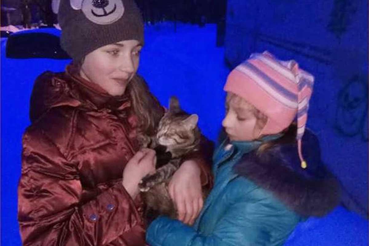 На Салтовке спасли кошку, сутки просидевшую на дереве (фото) - харьковские  новости Status quo de7a31e94b7