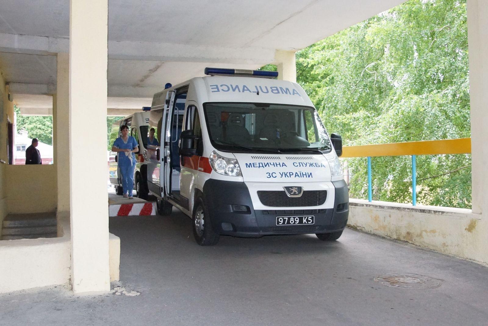 В госпиталь нужны теплые калоши - харьковские новости Status quo 1275bbc9da8